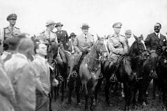 a1938. Presidente Getúlio Vargas na Fazenda Pacuri com Oficiais do 11º R C I