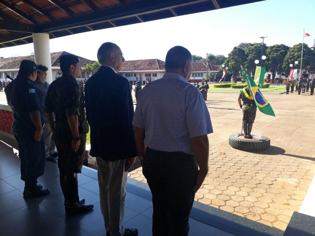 Prefeito Hélio participa de  solenidade alusiva ao Dia do Exército